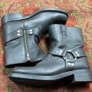 XELEMENT harness boot size 8 worn once